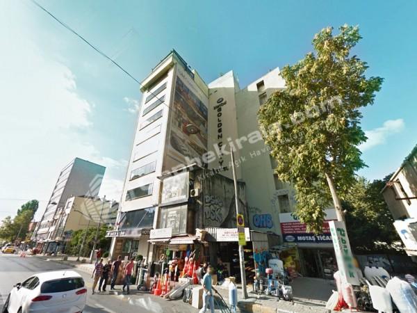 Karaköy Perşembe Pazarı Ana Caddede Kiralık Reklam Duvarı